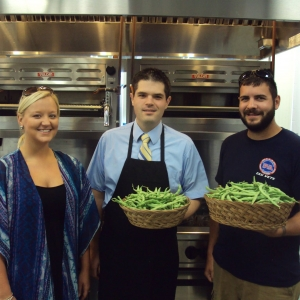 EKU horticulture students deliver green beans for Cafe Burrier menu